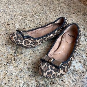 Woman's Sofft Ballerina Flats, with bow